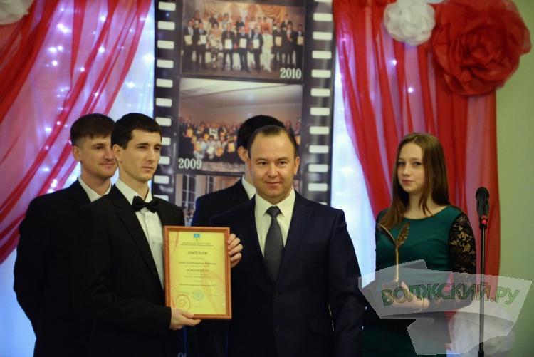 В Волжском наградили шестерых победителей «Молодежного триумфа-2015»