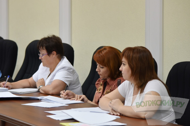 В Волжском обсудили, как надо взыскивать долги с арендаторов