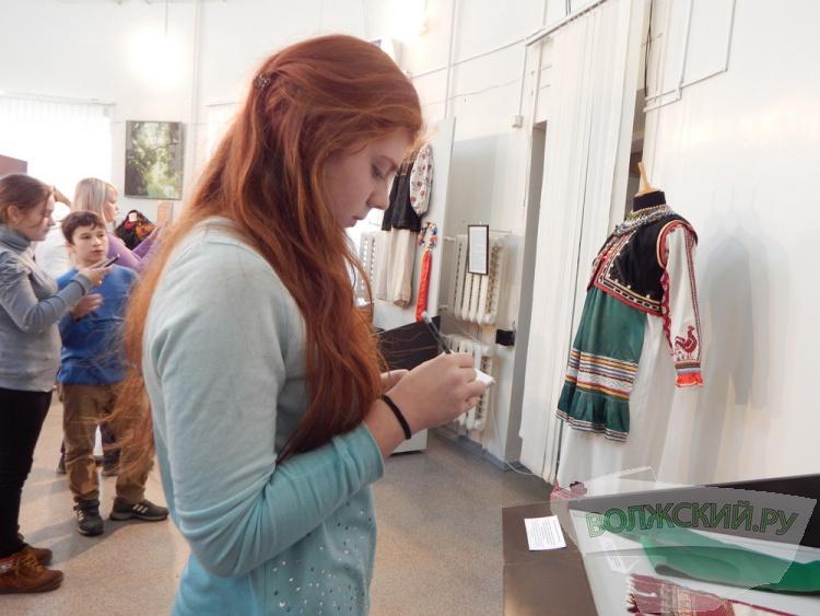 В Волжском открылась выставка народных костюмов