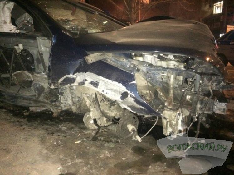 В Волжском пьяный автомойщик устроил ДТП на чужой машине