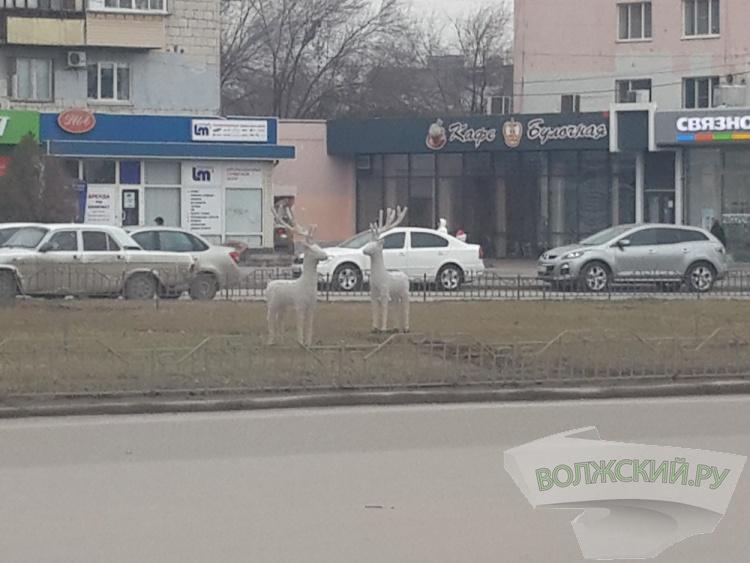 В Волжском с центральной площади украли оленя