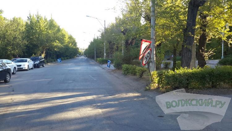Вандалы сломали несколько десятков дорожных знаков