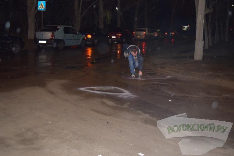 Волжские автолюбители расцвтили дорожные ямы