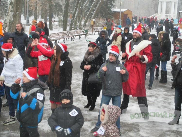 Волжские Деды Морозы вышли на забег