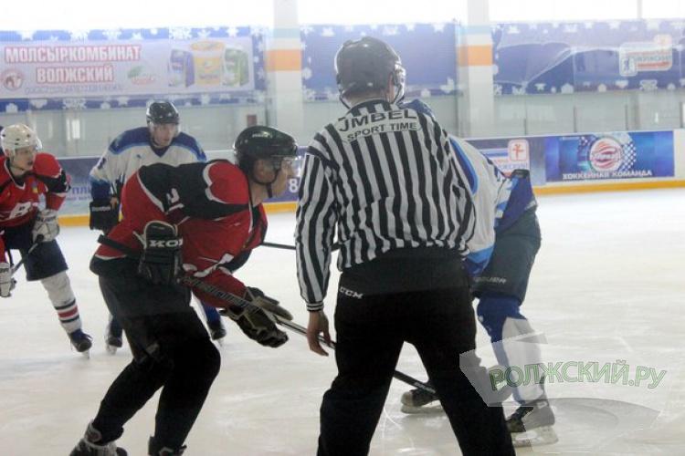 Волжские хоккеисты проиграли на «домашнем» льду