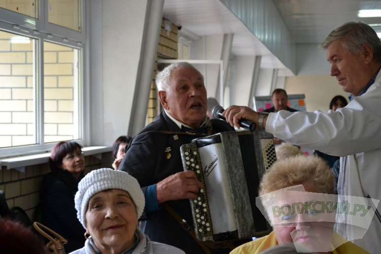 Волжские пенсионеры пообщались с представителями власти