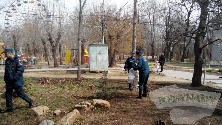 Волжские пожарные навели порядок в парке