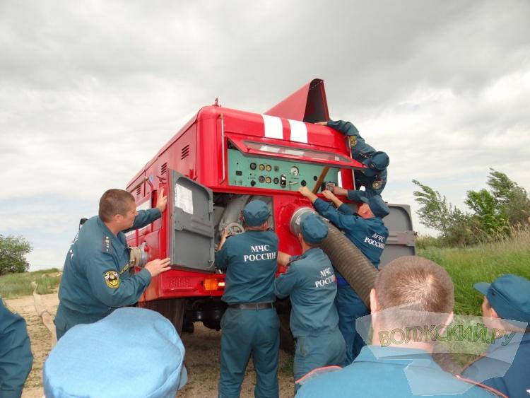 Волжские пожарные провели учения