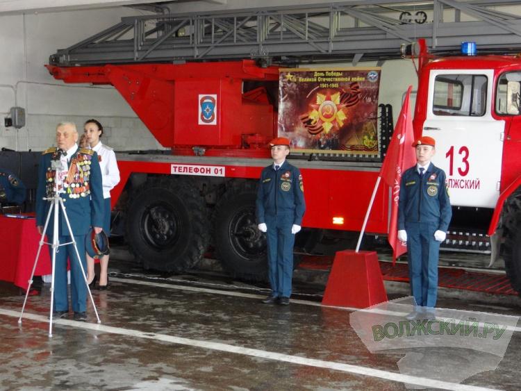 Волжские пожарные устроили праздник ветеранам