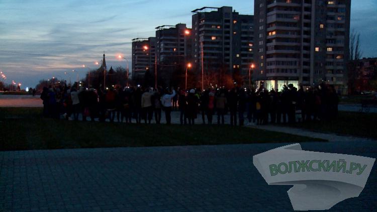 Волжские школьники устроили флешмоб безопасности на площади Ленина