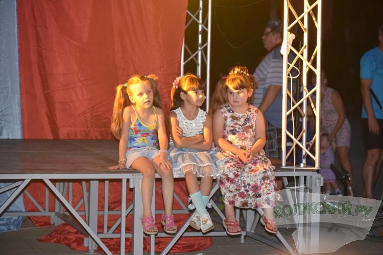 Волжские театралы устроили красочное шоу в честь Дня города