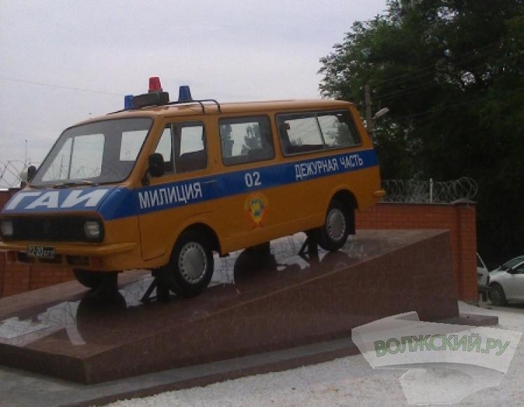 Волжским «ГАИ-шникам» подарили автомобиль