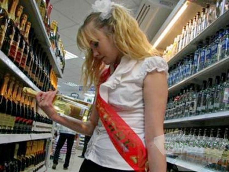 В России могут начать штрафовать подростков за покупку алкоголя
