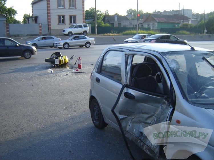 В Волжском на дороге разбился еще один мотоциклист