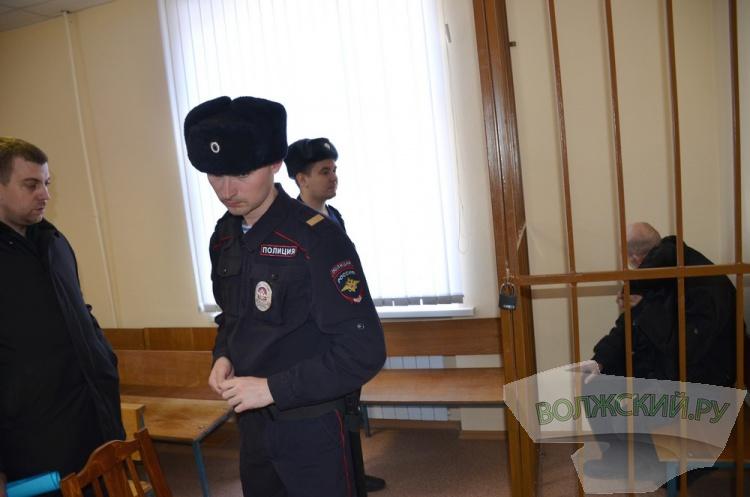 Задержанного  по подозрении в тройном убийстве в Волжском взяли под стражу на 2 месяца