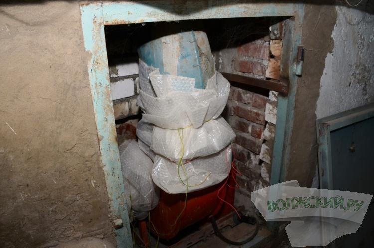«Замечательный сосед»: в подвале жилого дома в Волжском обустроена личная сауна с бассейном