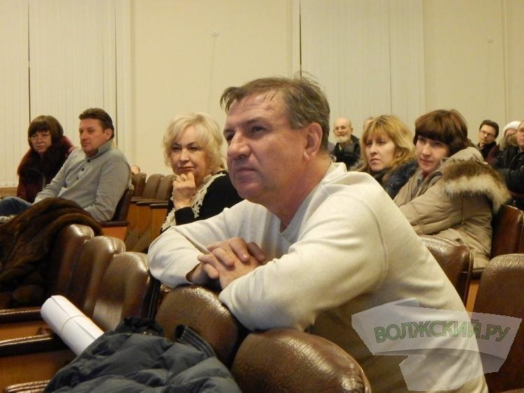 Жители центра Волжского возмущены  расширением ЦУМа