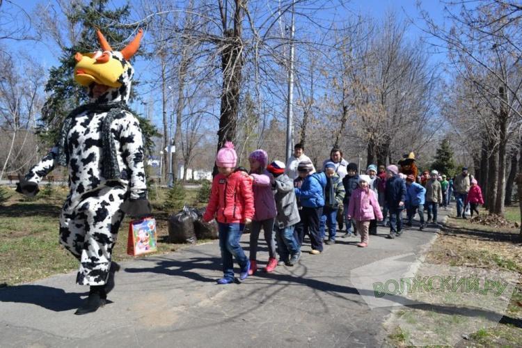 Жители Волжского отметили День рождения барашки