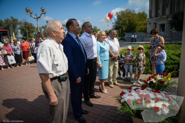 62-часовой «нон-стоп» продолжается: в Волжском прошел митинг в честь первостроителей