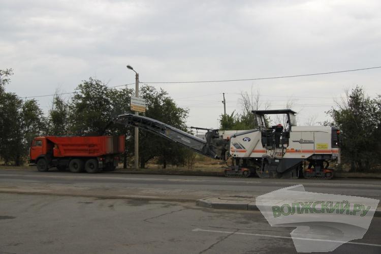 Бочаров проинспектировал ремонт объездной дороги в Волжском