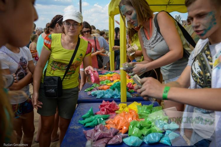 Фестиваль красок Холи раскрасил волжан во все цвета радуги