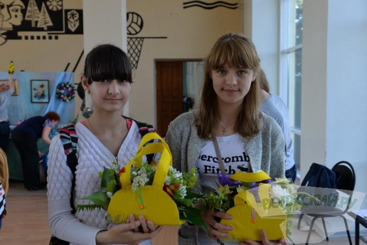 Флористы из области сложили в Волжском «Цветочную мозаику»
