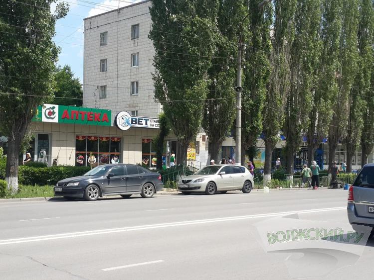 ГИБДД просит мэрию отменить запрет на остановку по проспекту Ленина, 71