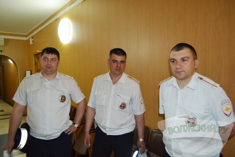 В Волжском наградили полицейских, «спасших» ливневки