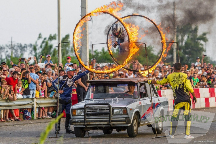Каскадер-шоу: огонь, автомобили и бесстрашные мужчины