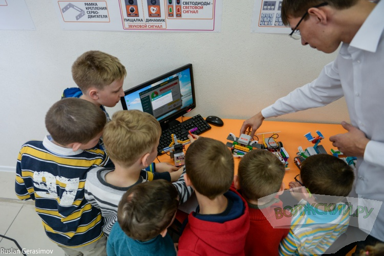 Клуб робототехники «Роботрек»: первые итоги и планы на будущее