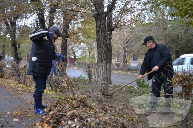 Коллектив МУП «Водоканал» провел субботник у городского парка