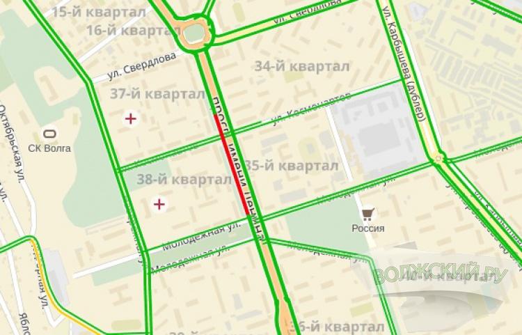 На перекрестке Ленина-Молодежной затруднено движение из-за аварий