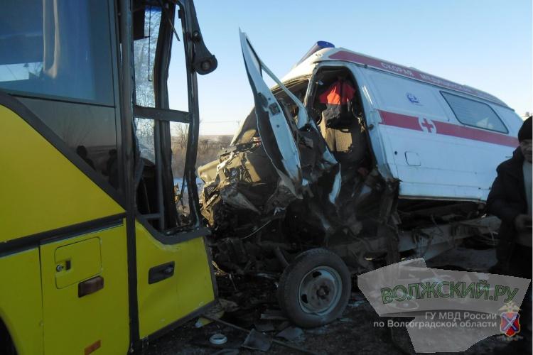 На региональной трассе «скорая» столкнулась с рейсовым автобусом