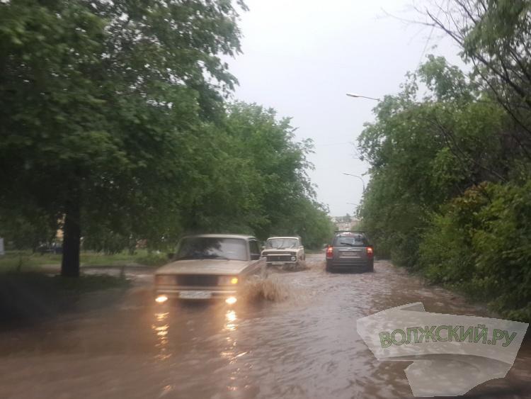 Очередной дождь снова оставил Волжский под водой