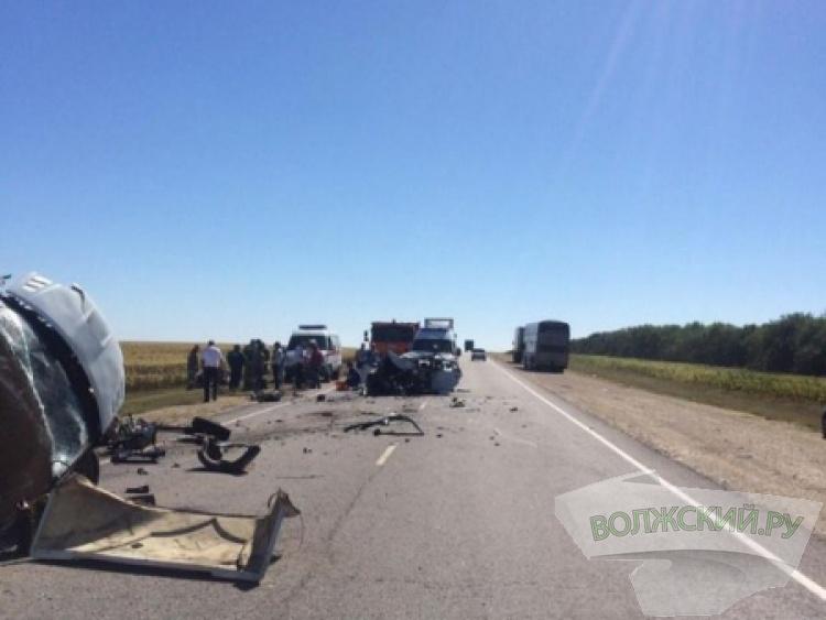 Под Волгоградом лобовое столкновение унесло жизнь водителя