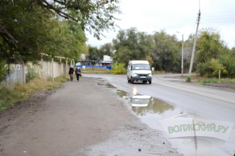 С началом сезона дождей дорога на Зеленом стала «подмокать»