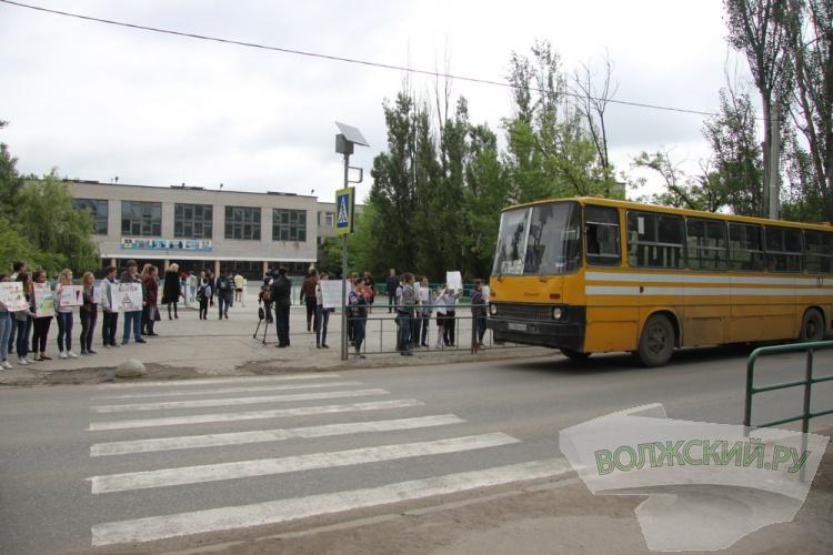 Школьники призвали водителей «притормозить перед зеброй»
