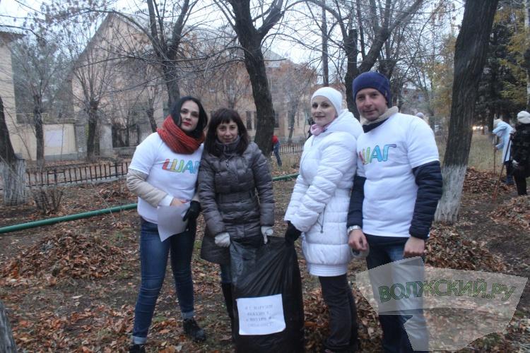 Сотрудники мэрии Волжского вышли на субботник