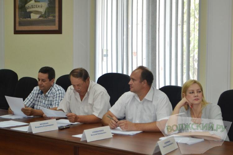 Треть волжских депутатов ушла на каникулы раньше срока