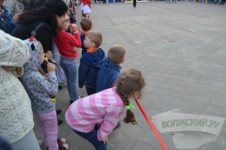 В День защиты детей волжане встали в «живое окно»