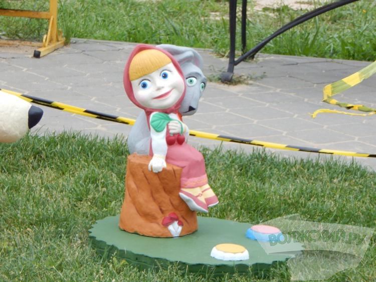 В парке «Волжский» появились фигуры сказочных персонажей