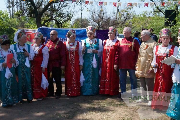 В поселках Волжского отметили День Победы