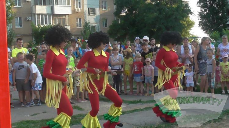 В поселке Краснооктябрьском установили новую детскую площадку