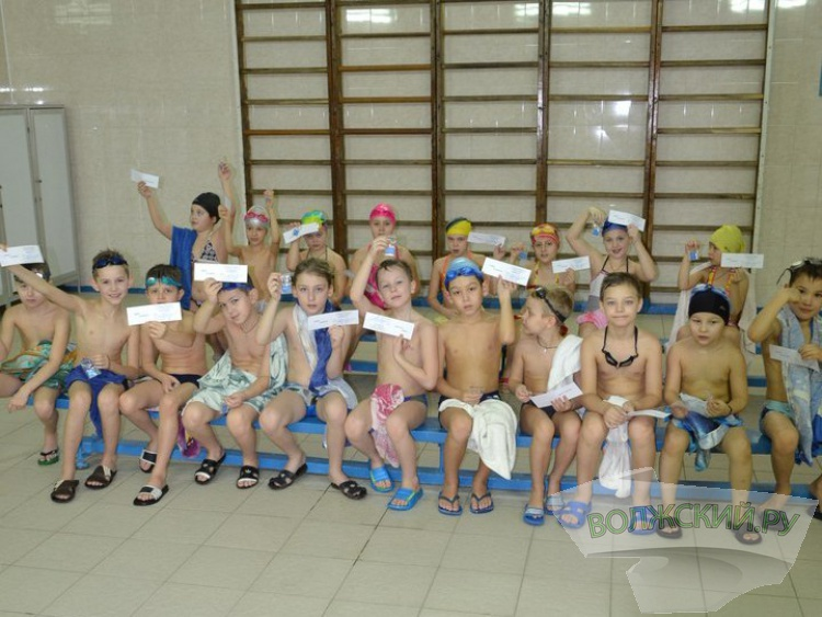 В центральном бассейне Волжского прошли «выпускные экзамены»