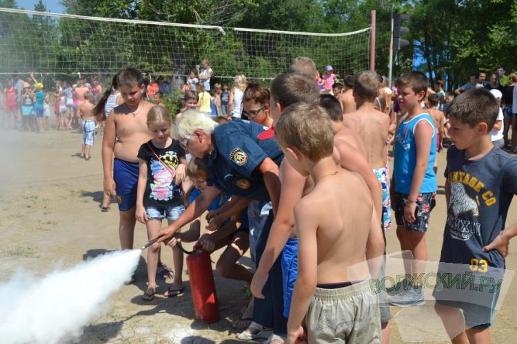 В условиях аномальной жары МЧС продолжает рейды по детским лагерям
