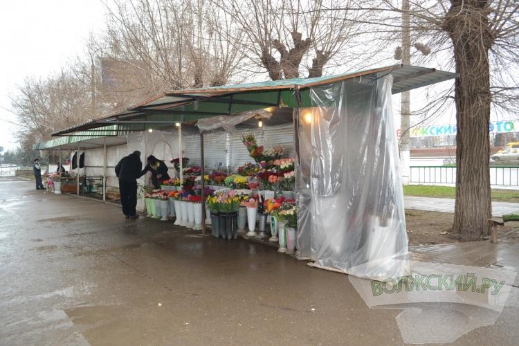 В Волжском избавились от цветочного «шанхая» в 36-м квартале