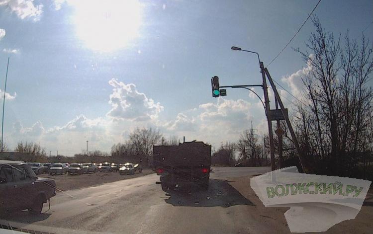 В Волжском меняется режим работы светофора на автодороге № 6