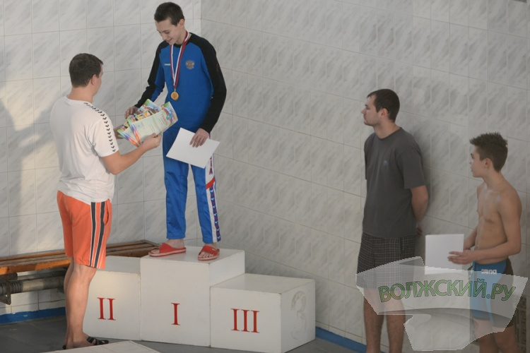 В Волжском наградили победителей Открытого первенства по плаванию