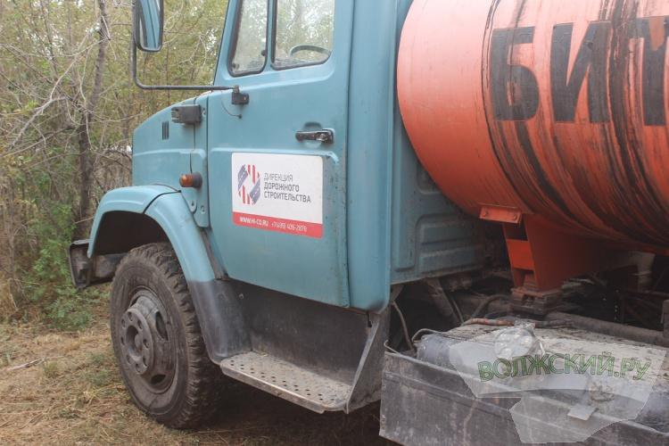 В Волжском оштрафовали дорожников за парковку «на зеленке»