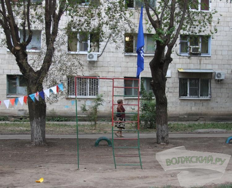 В Волжском открылась очередная детская площадка